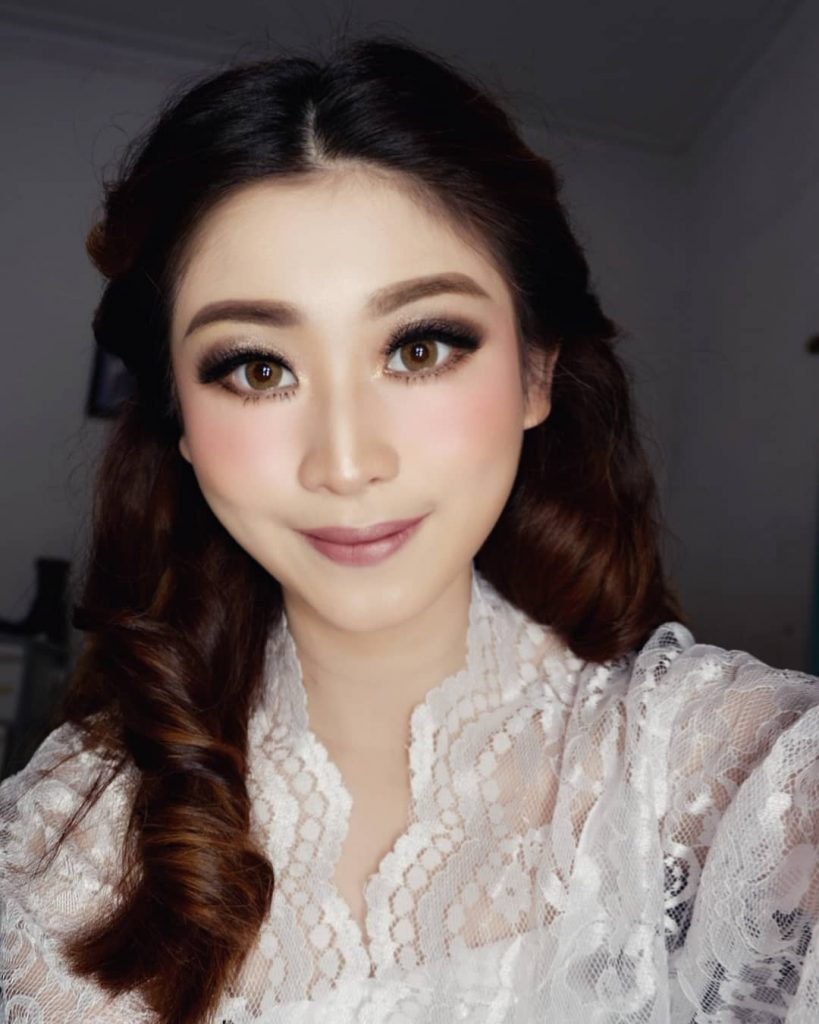 Make Up Artist Surabaya Feriana